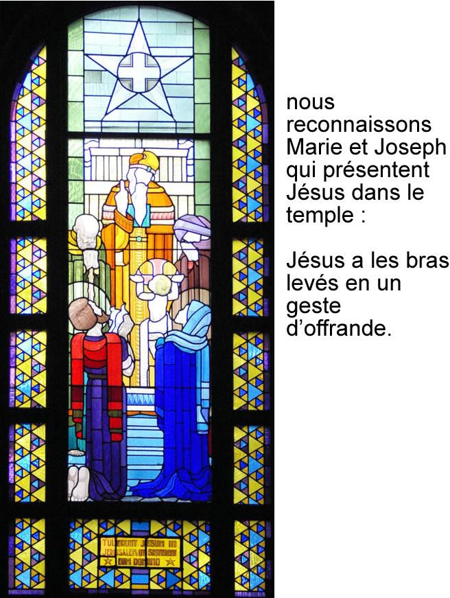Présentation de Jésus au Temple, vitrail de Jean Coquet, chapelle des auxiliaires du Sacerdoce, Paray le Monial
