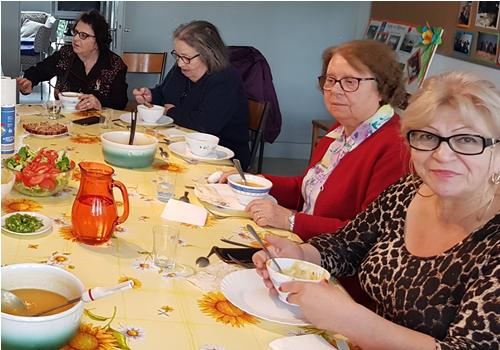La soupe des mamans, une initiative d'Irène, auxiliaire du Sacerdoce, en communauté à Chalons