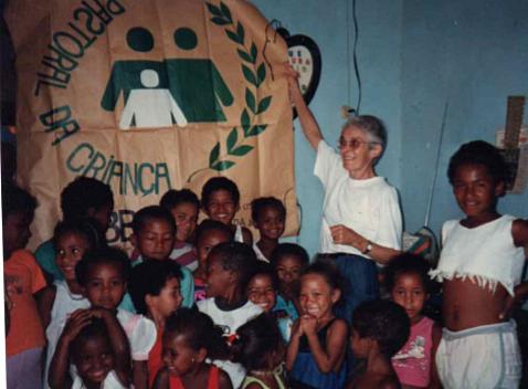 Françoise Thérèse Vernochet, auxiliaire du Sacerdoce, à Utinga (Brésil 1996-1998)